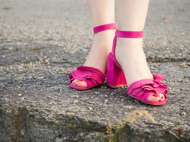 Pink sandals. #shoelove