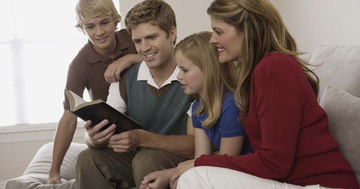 Como escrever minicontos para adolescentes. Autores que escrevem minicontos para adolescentes contam uma história rápida, condensando um enredo convincente em menos de mil palavras. Mais curto do que um conto, os minicontos podem ser comparados aos adolescentes atravessando sua adolescência em um flash, como o drama se desenrolando na vida. No entanto, os minicontos geralmente se concentram ...