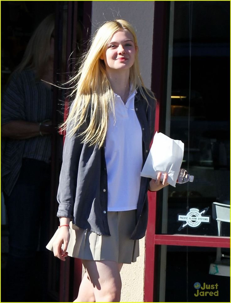 elle fanning sugar rush 06, Elle Fanning picks up a yummy, sugary treat on Tuesday afternoon (November 13) in North Hollywood, Calif.    The 14-year-old actress stopped by K's Donut Emporium…