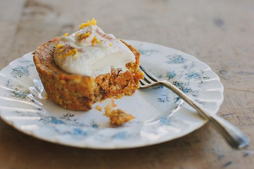 little raw carrot cakes w/ orange maple cream recipe by My Darling Lemon Thyme! Sounds divine... (Vc)
