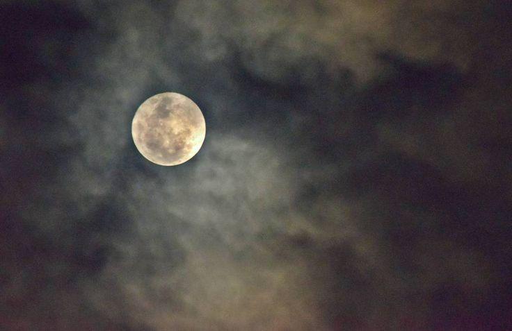 Super Luna en día nublado