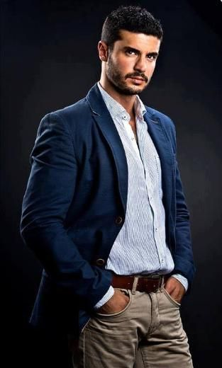 BERK OKTAY (ÖMÜR GEDİK 2013) Berk Oktay yakışıklı, göz alıcı bir adam, iyi de bir oyuncu. Modellikten oyunculuğa geçip kendini kanıtlayanlardan. Ama ilgi alanıma girmesinin nedeni başka.