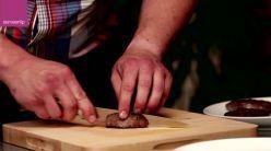 video van Albert Heijn over hoe een perfecte rode/medium/doorbakken biefstuk klaarmaakt. Goed en duidelijk uitgelegd, ook de tip over de handpalm zit hierin en een recept voor pepersaus...