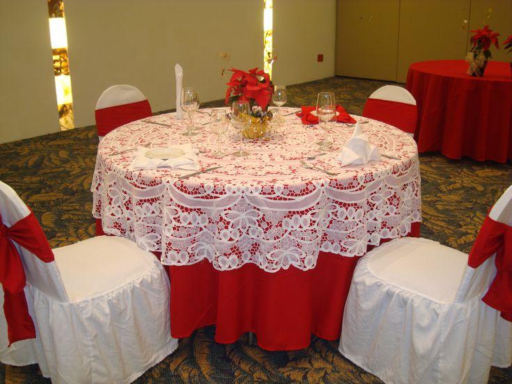 """Mantel rojo con """"carpeta"""" de encaje blanco, quiero hacerlo!!! ideal para una cena romántica, aniversario, día de los enamorados, etc."""