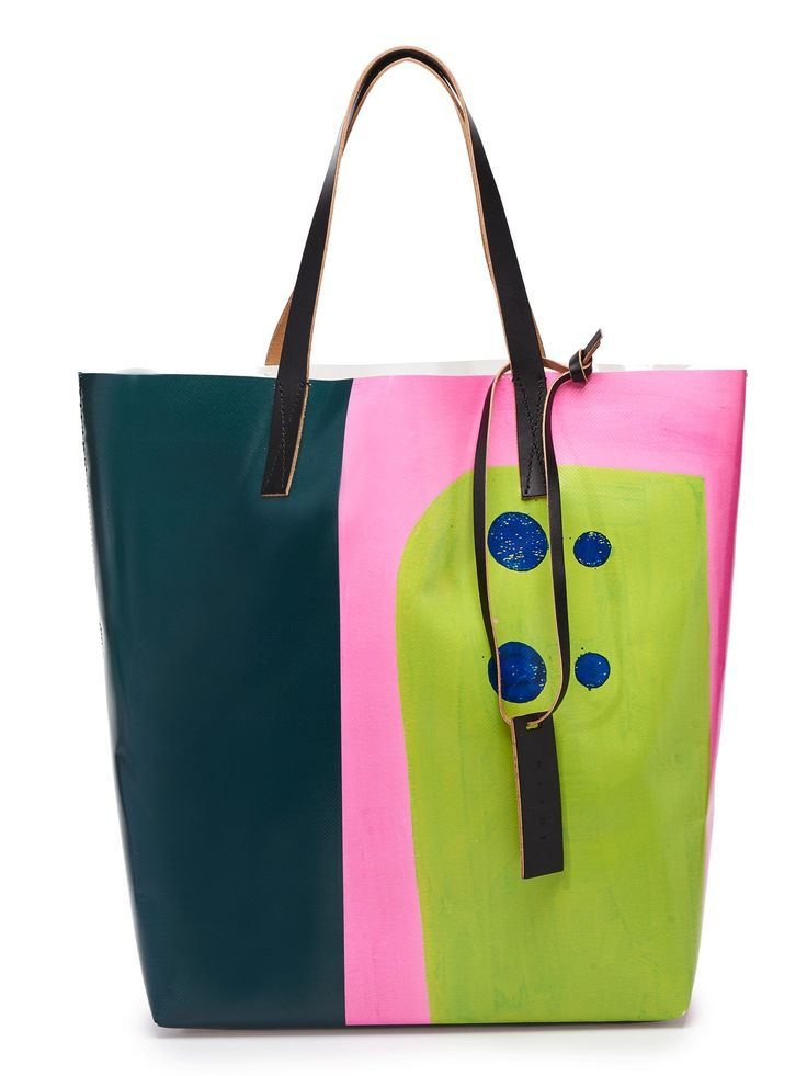 Вместительная сумка-тоут из экокожи с абстрактным принтом и ручками из кожи.