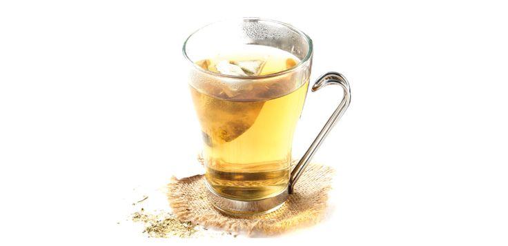 Chá Beirão. Experimente-o com chás de produção local, tal como uma mistura de cidreira com flor de rosmaninho, ou uma infusão de manjericão e canela.