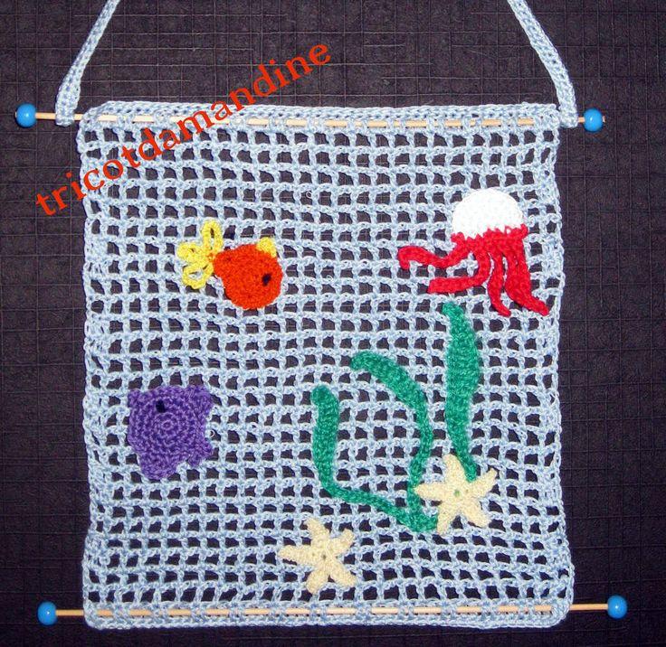 """tableau """"mer""""réalisé au crochet http://tricotdamandine.over-blog.com/2015/02/les-petits-poissons-dans-l-eau-nagent-nagent.html"""