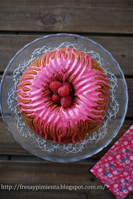 fresa & pimienta: Bundt cake de naranja sanguina y frambuesas.