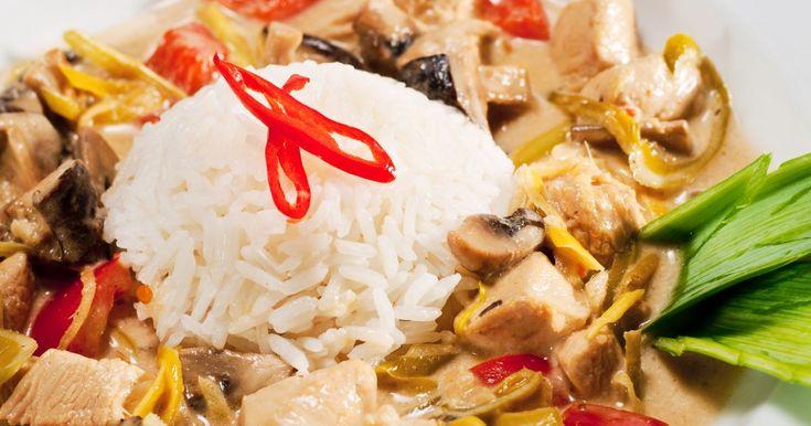 Aprende a preparar esta receta de Wok de Curry Tailandés de Pollo, por Iwao Komiyama en elgourmet