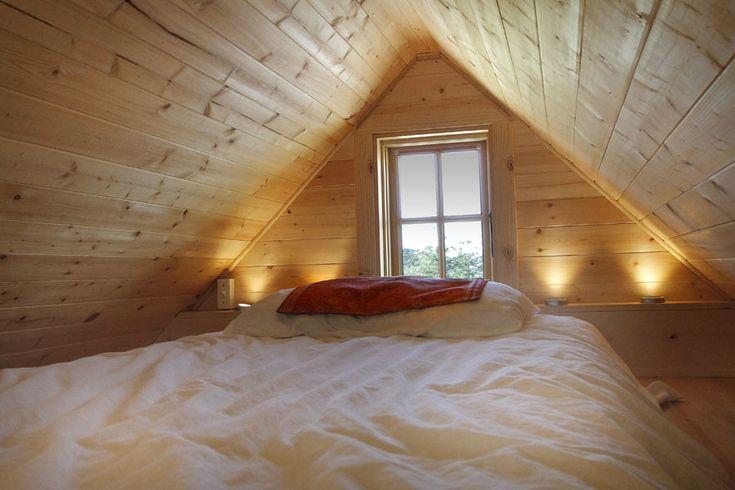 Awesome lighting: Tiny Homes, Beds, Tiny Houses, Small Bedroom, Loft Ideas, Space, Sleeping Loft