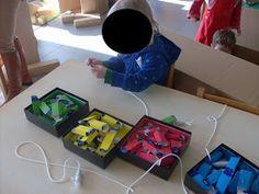 Maandag 'Hocus pocus doos!'  Hocus pocus doos! Vandaag was de start van het thema dozen. In de klas vonden de kleuters de toverdoos van Jul...