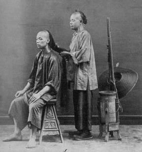 According to the Manchu law, Han Chinese men had to choose between keeping their hair and their head - they were not allowed to keep both).  Here we see a man having his queue braided according to the law.