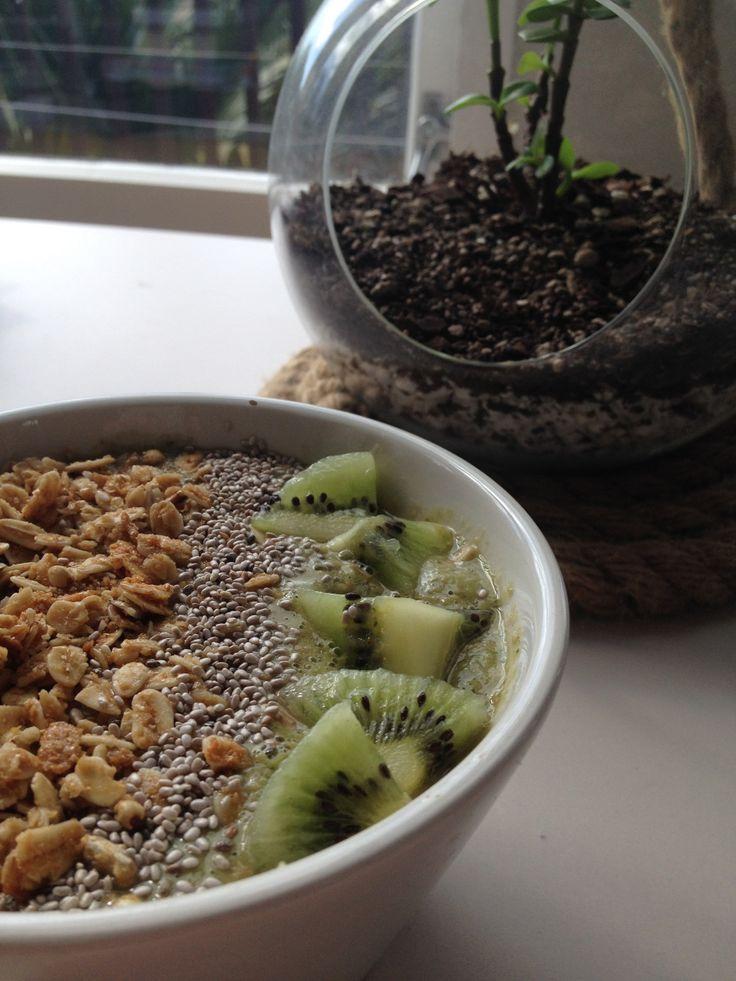 Easy green smoothie bowl recipe on wilkins & warn