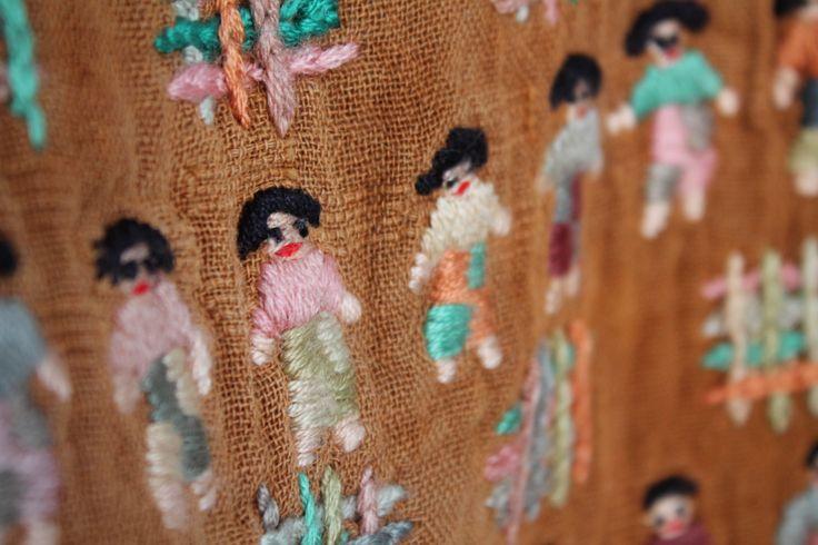 Acercamiento blusa. intervención textil.