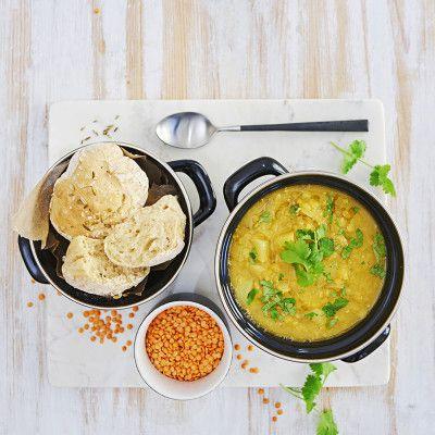 Lägg alla ingredienser utom citron och salt i en kastrull och koka under lock ca 15 min. Späd ev med mer vatten och smaka av med citronsaft och salt. Toppa soppan med koriander och servera med Kuv...