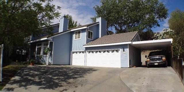 You must see this beautiful & private custom home at the end of a cul-de-sac in Castaic with no rear neighbors. Home is situated on a little more than a ½ acre lot. Built to last with 2x6 studs & extra insulation. Two story ceilings in the Formal Living Room with wet bar, room for fireplace & lovely wood banister staircase. Large family room is open to a spacious kitchen, which has a center island with seating, built-in Viking range, trash compactor, double oven & another breakfast bar area…