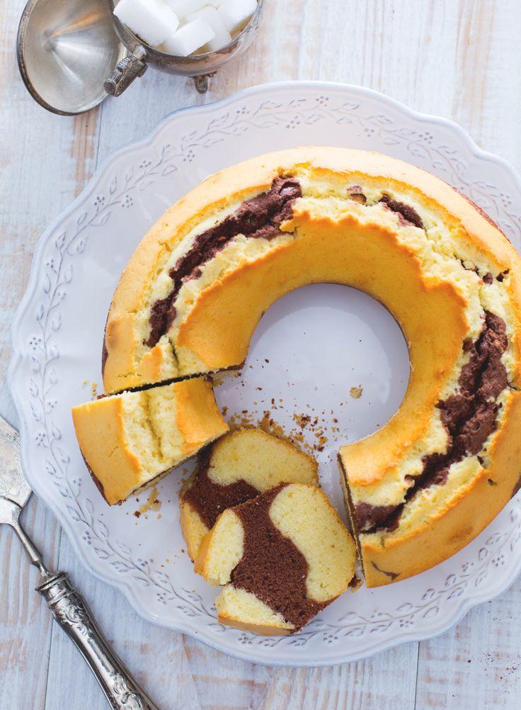 Ciambella bicolore Vaniglia e cacao si fondono insieme per creare un connubio di grande effetto. Tanto semplice quanto buono!  Vanilla and chocolate cake