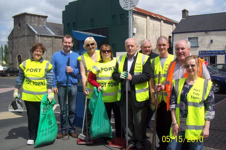 Portarlington Tidy Towns participating in Clean up Laois Week 2010