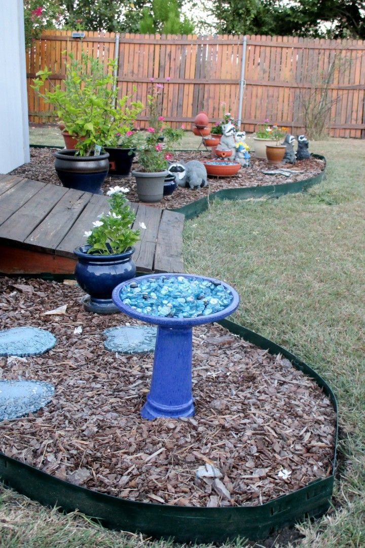 Looking east, from the southwestern corner of the landscaped area around the backyard shed. The basin on the blue bird bath (foreground) broke in February 2014. While I was able to glue that back together, I decided to fill the basin with peat moss and flat marbles, rather than try using it as a bird bath again. There is another bird bath in the backyard.