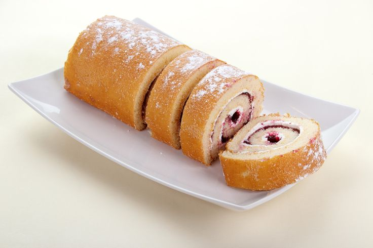 Swiss Roll with Strawberry Jam - Natvia
