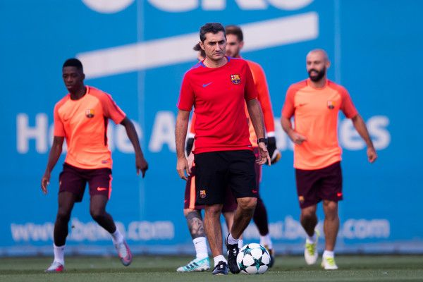 Head coach Ernesto Valverde of FC Barcelona looks on during a training session ahead of the UEFA Champions League Group D match against Juventus on September 11, 2017 in Barcelona.