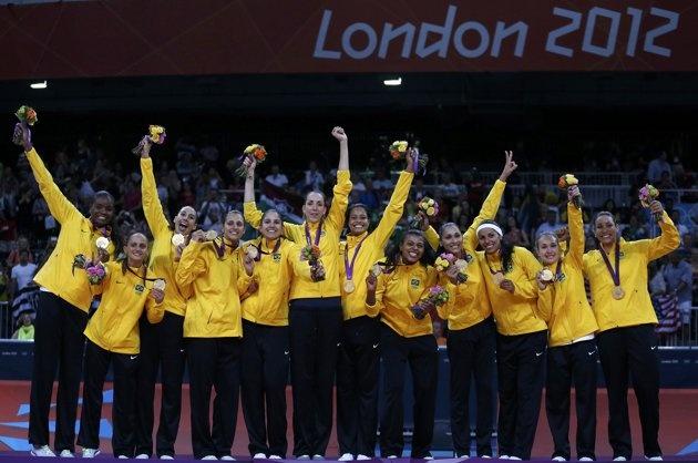 Brazilian women's volleyball team take gold - Gold medallists of Brazil…