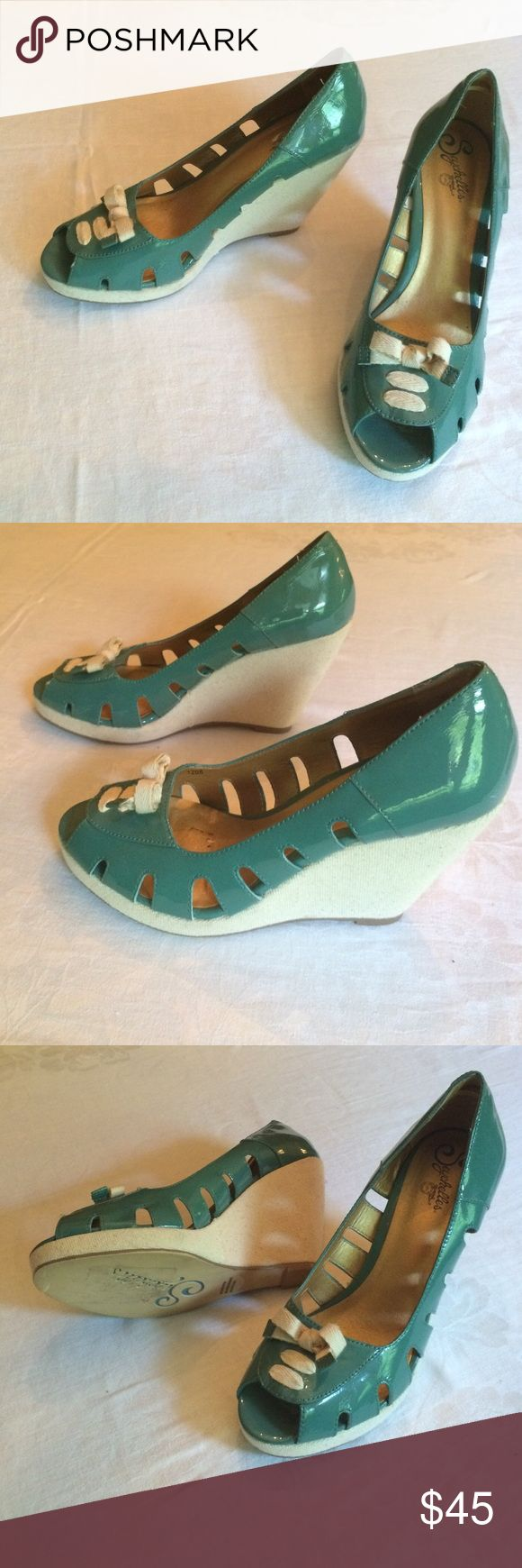 Seychelles teal wedge shoes sz 10 patent leather Adorable teal green patent leather wedge peep toe shoes! Cutout along the edges of the upper with white laces and white wedge heels that feel like fabric. NEVER BEEN WORN!! Size 10 M - NWOT Seychelles Shoes Wedges