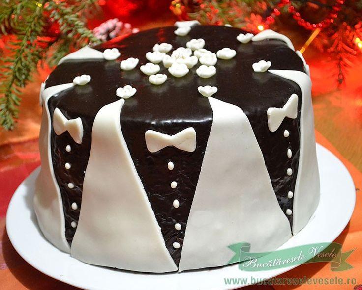 Un tort de casa pregatit cu crema ganache si ornamente din ciocolata plastica.Cum se pregateste ciocolata plastica?