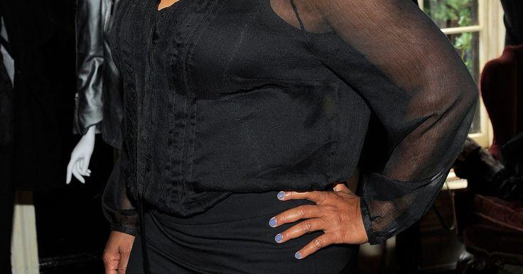 ¿Qué deberían vestir las mujeres bajas de cuerpo de manzana?. Si eres una diva pequeña con silueta de manzana tu lista de deseos probablemente incluya curvas sensuales, un torso más diminuto y un poco de altura. Anímate, botón de oro: todo lo que necesitas para tener tu cuerpo soñado son algunos cambios estratégicos en tu armario. Tanya Zager Chisholm, sensei de la moda y consultora de estilo, describe a la ...