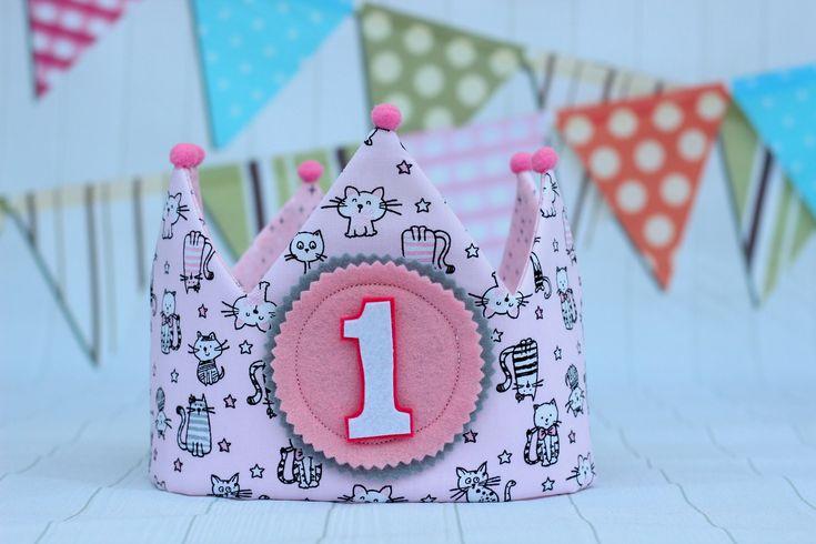 Quiero compartir lo último que he añadido a mi tienda de #etsy: Corona de tela, corona de cumpleaños personalizada, smash cake, regalo personalizado, cumpleaños niña, adorno de pelo, regalo niña,