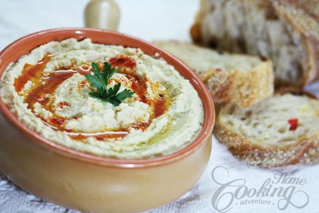 Hummus is a traditional Arabic dish, very easy to prepare and really delicious. Full of proteins and healthy too. The flavor is absolutely amazing.