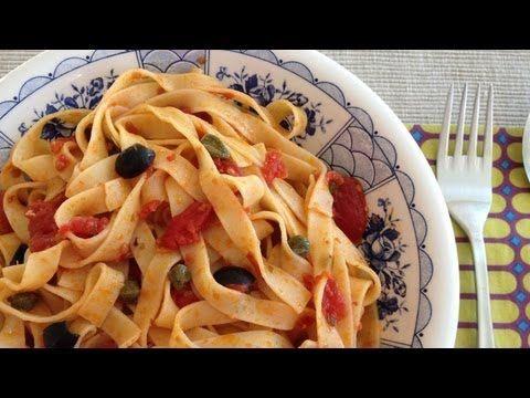 Muy Locos Por La Cocina: Fettuccine alla Puttanesca (con Tomate, Anchoas, Aceitunas Negras y Alcaparras)