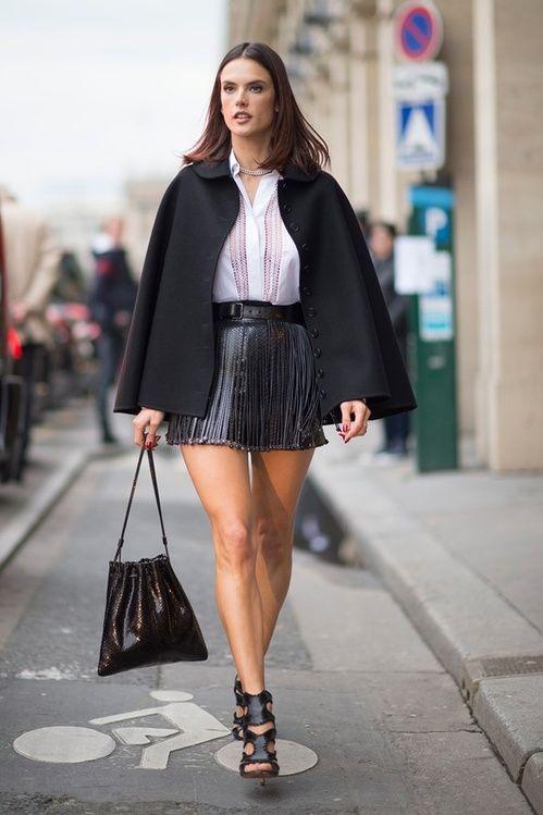 Alessandra Ambrosio en Valentino dans les rues de Paris http://www.vogue.fr/mode/inspirations/diaporama/les-meilleurs-looks-de-la-semaine-mars-2016/26409#alessandra-ambrosio-en-valentino-dans-les-rues-de-paris