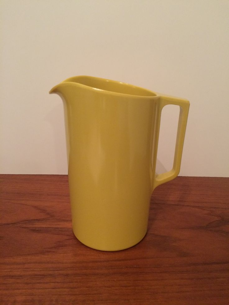 "Melmac Canada Melamine Beverage Pitcher Yellow 8"" tall x 4"" diameter plus handle"