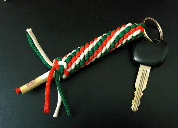 60 easy paracord project tutorials ideas hidden for Paracord keychain projects
