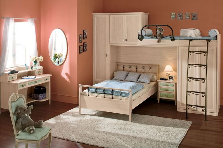 Traditional Kids Bedroom with Hardwood floors, Built-in bookshelf, Carpet, High ceiling, Bunk beds