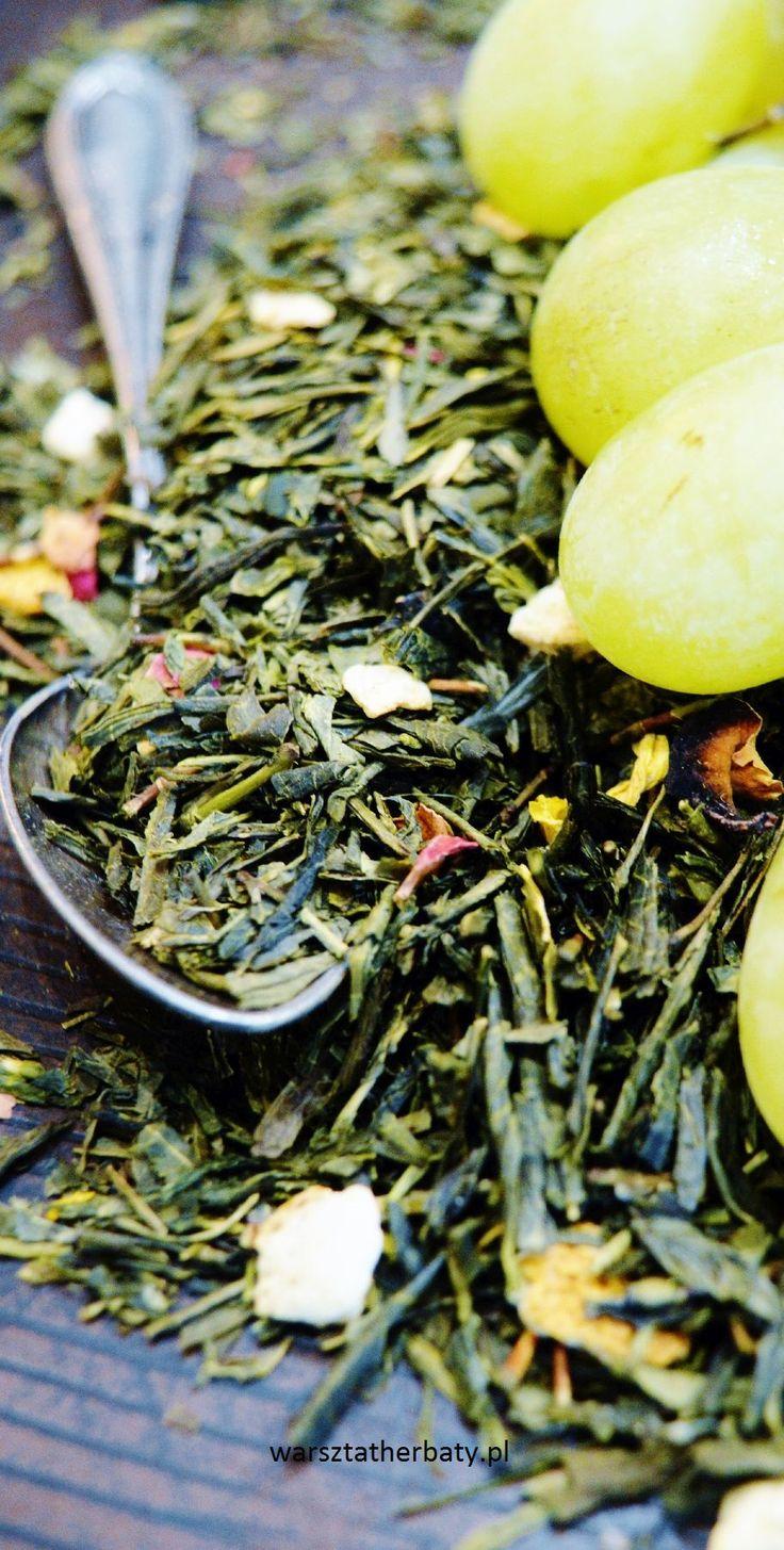 Winogronowa - sencha, winogrona, skórka pomarańczy, róża, nagietek. GREEN TEA WITH GRAPES http://warsztatherbaty.pl/zielone-herbaty-z-dodatkami/93-sencha-winogrona-100g.html