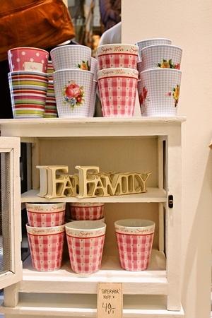 Mitt lille hjem in Oslo, Norway ©Asaki Abumi 北欧ノルウェーのかわいい雑貨屋さん カラフルなマグカップ