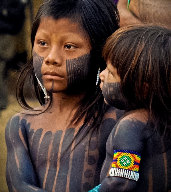 Crianças da aldeia Metuktire - Índios Kayapó - Brasil