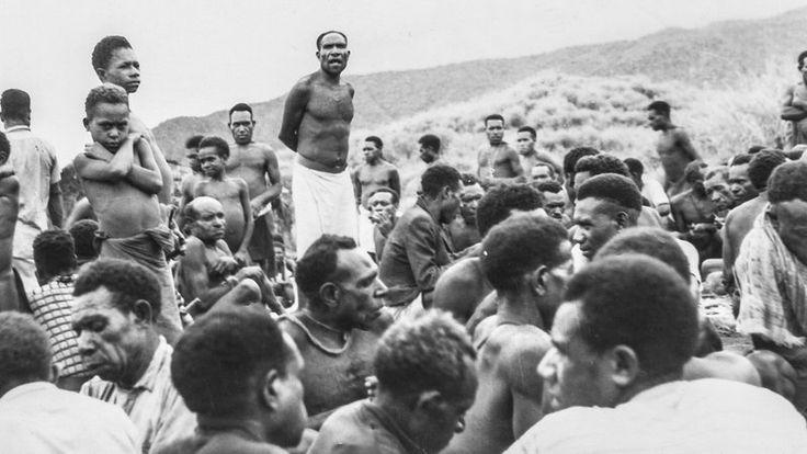 A PRAGA DO RISO DA MORTE: a terrível doença que matava de rir em uma tribo…