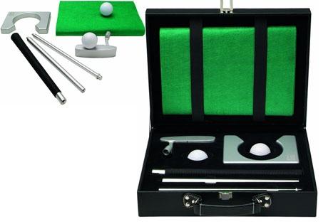 Set de golf con acabados de calidad en caja rígida de PU.