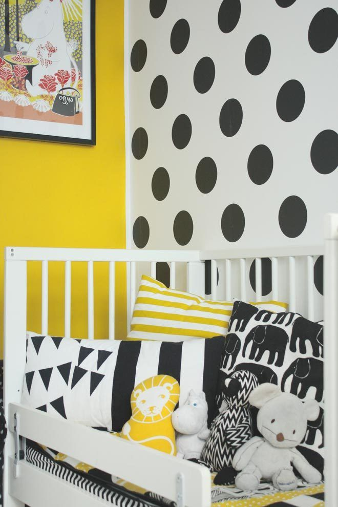 Love a bit of black, white and yellow ... vibrant and fun decor for a nursery or children's bedroom.