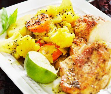 Indisk gryta med blomkål, potatis och morötter är en eterisk grönsaksgryta som gärna serveras med basmatiris, yoghurt och mango chutney. Den passar också bra tillsammans med kyckling eller fisk.