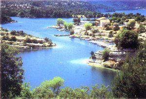 Lac d'Esparron de Verdon dans les Alpes de Haute Provence