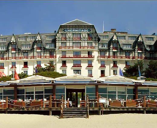 """Hotel L'Hermitage: L'hôtel """"L'Hermitage"""" est l'établissement de grand luxe de La Baule ; cet imposant Palace des années 20, à l'entrée de la plage Benoit donne directement sur la mer et la haute bâtisse à colombages est visible de loin."""