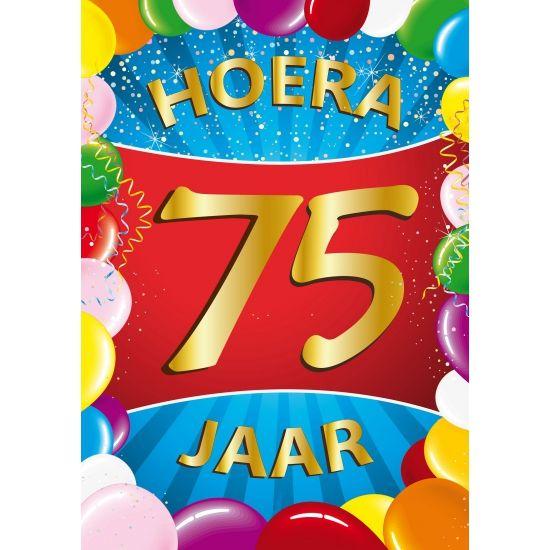 Leuk voor een 75ste verjaardag: 75 jaar mega deurposter in A1 formaat. Grote deurposter 75 jaar met de tekst: Hoera 75 jaar. A1 formaat: ongeveer 59 x 84 cm.