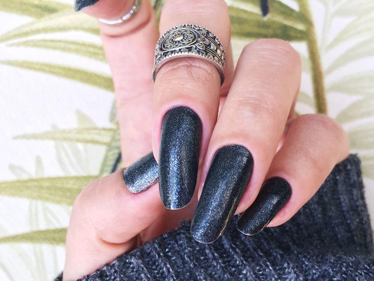 Esmalte Chão de Estrelas – Risqué Color Effect / Winter nails backglitter long round nails