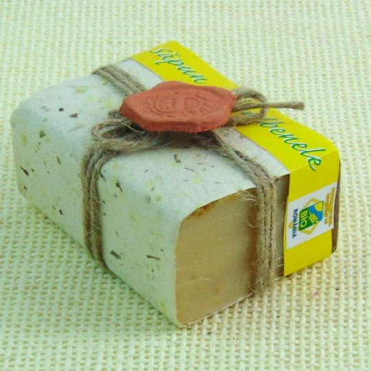 #handmade-soaps DRIVE AWAY STRESS AND BE HEALTHY! 100% Natural  solid shampoo with beer and castor oil. Does not contain NaOH (caustic soda), preservatives, parabens or any kind of chemical additives.  Packaging is made of handmade paper impregnated with mint leaves, which acts as an antioxidant on the soap; tied with twine and sealed with a signet of clay. The packaging process is done manually.