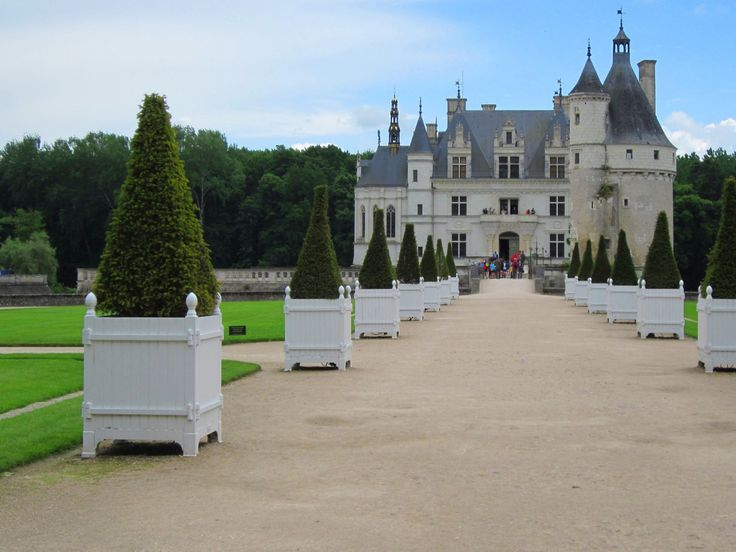 A French château shrouded inearly morningmist has to be the epitome of romance. There's anethereal quality that awakens the child within. And yet these magnificent buildings, each witha fabul...