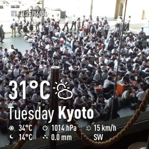 京都駅に集合した修学旅行生